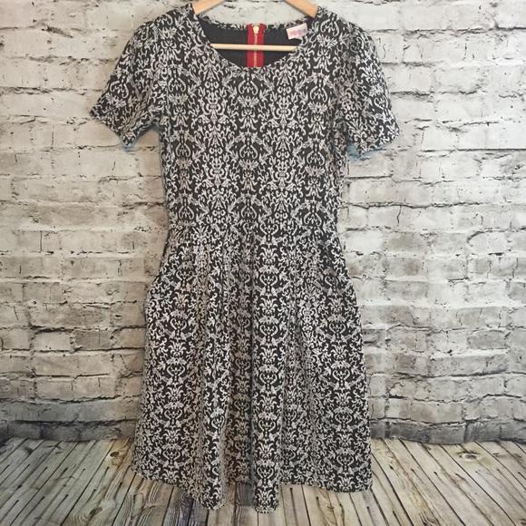 d4eba16359 LuLaRoe Dresses   Skirts - LuLaRoe Women s S Amelia Damask Print Dress